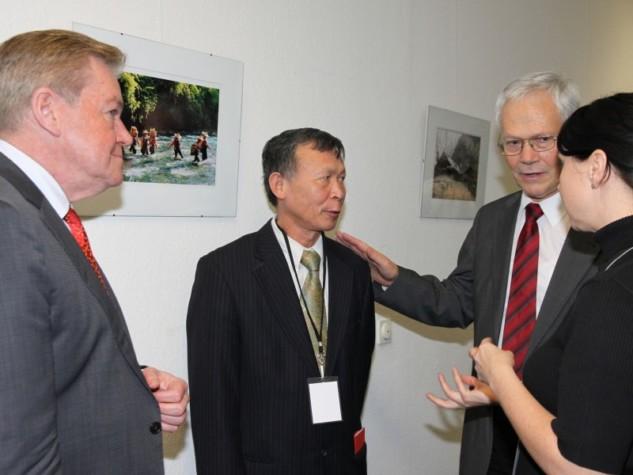 Staatssekretär aus dem Bundesentwicklungsministerium eröffnet Fotoausstellung über Vietnam in der FDP-Fraktion