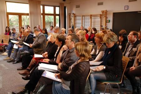 Interessiertes Publikum: VertreterInnen aus Politik und Verwaltung sowie Akteure der Integrationsarbeit. Foto: migra e.V.
