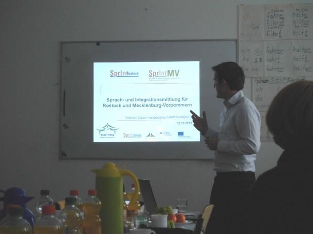 """RÜCKSCHAU: Projektkoordinator Martin French stellt """"SprInt-MV"""" auf Sitzung der Integrationsfachdienste MV vor (12.12.2012)"""