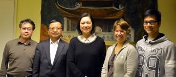 Der neue Vorstand: Nguyen Van Hoa, Nguyen Duy Long, Doan Hoang Mai, Susanne Düskau, Tran Quang Tien (v.l.n.r.)