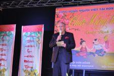 Bürgerschaftspräsident Dr. Wolfgang Nitzsche übebrringt seine Grüße